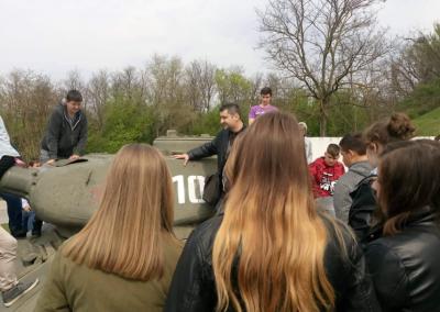 A kéméndi emlékmű T-34 tankjával ismerkedtünk – békeidőben talán még mosollyal is